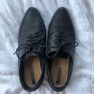 Tahari Black Leather Lace Up Oxford shoes
